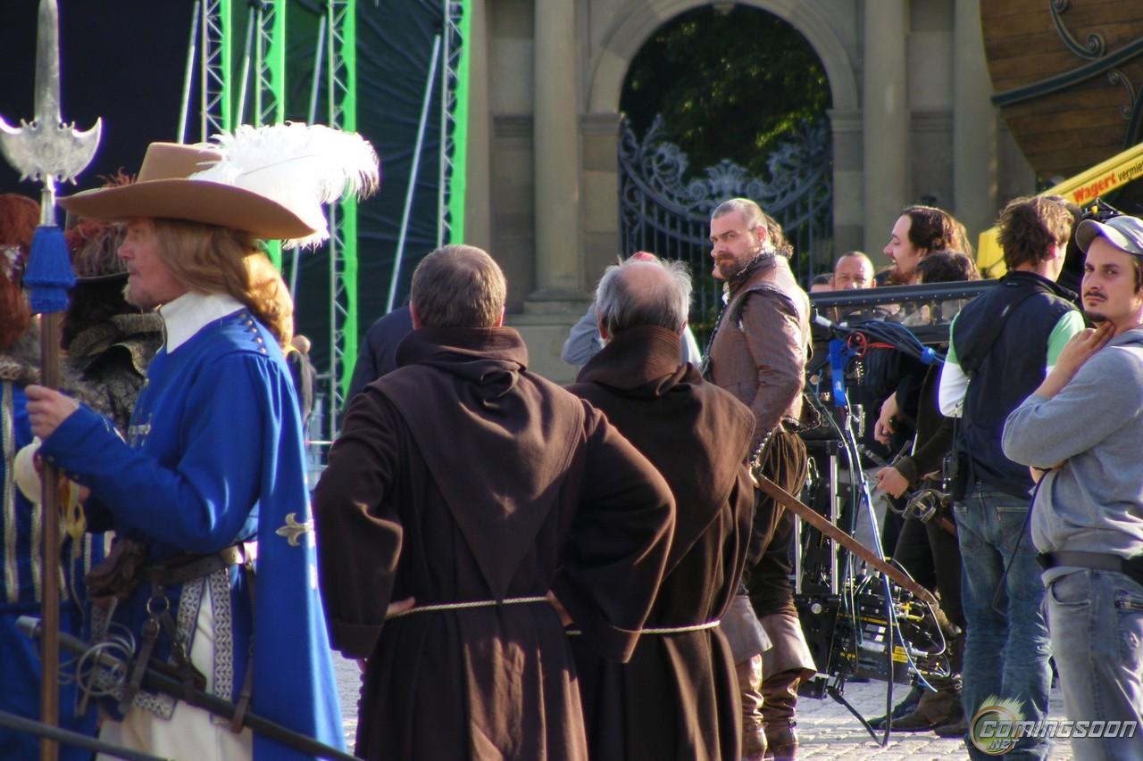 En Garde! New Set Photos from The Three Musketeers Arrive ...