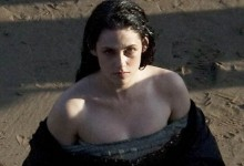 Snow White and the Huntsman - Kristen Stewart Set Pics (5)