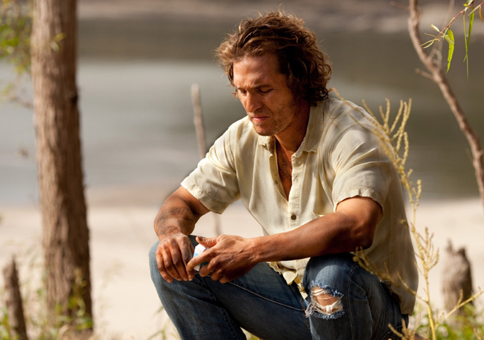 Matthew-McConaughey-in-mud
