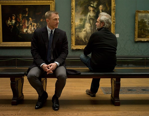 Daniel-Craig-and-Sam-Mendes-on-set-of-Skyfall