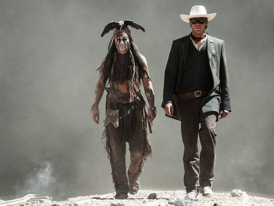 Lone Ranger : Naissance d'un Héros [Disney - 2013] - Page 3 Johnny-Depp-and-Armie-Hammer-in-The-Lone-Ranger