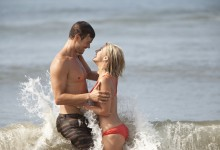 Josh-Duhamel-and-Julianne-Hough-in-Safe-Haven