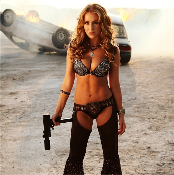 Alexa-Vega-in-Machete-Kills