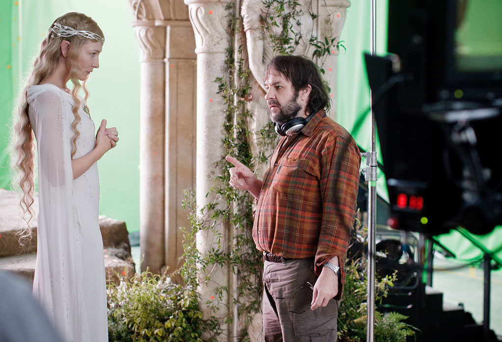 https://www.heyuguys.com/images/2012/11/Cate-Blanchett-and-Peter-Jackson-on-set-in-The-Hobbit-An-Unexpected-Journey.jpg