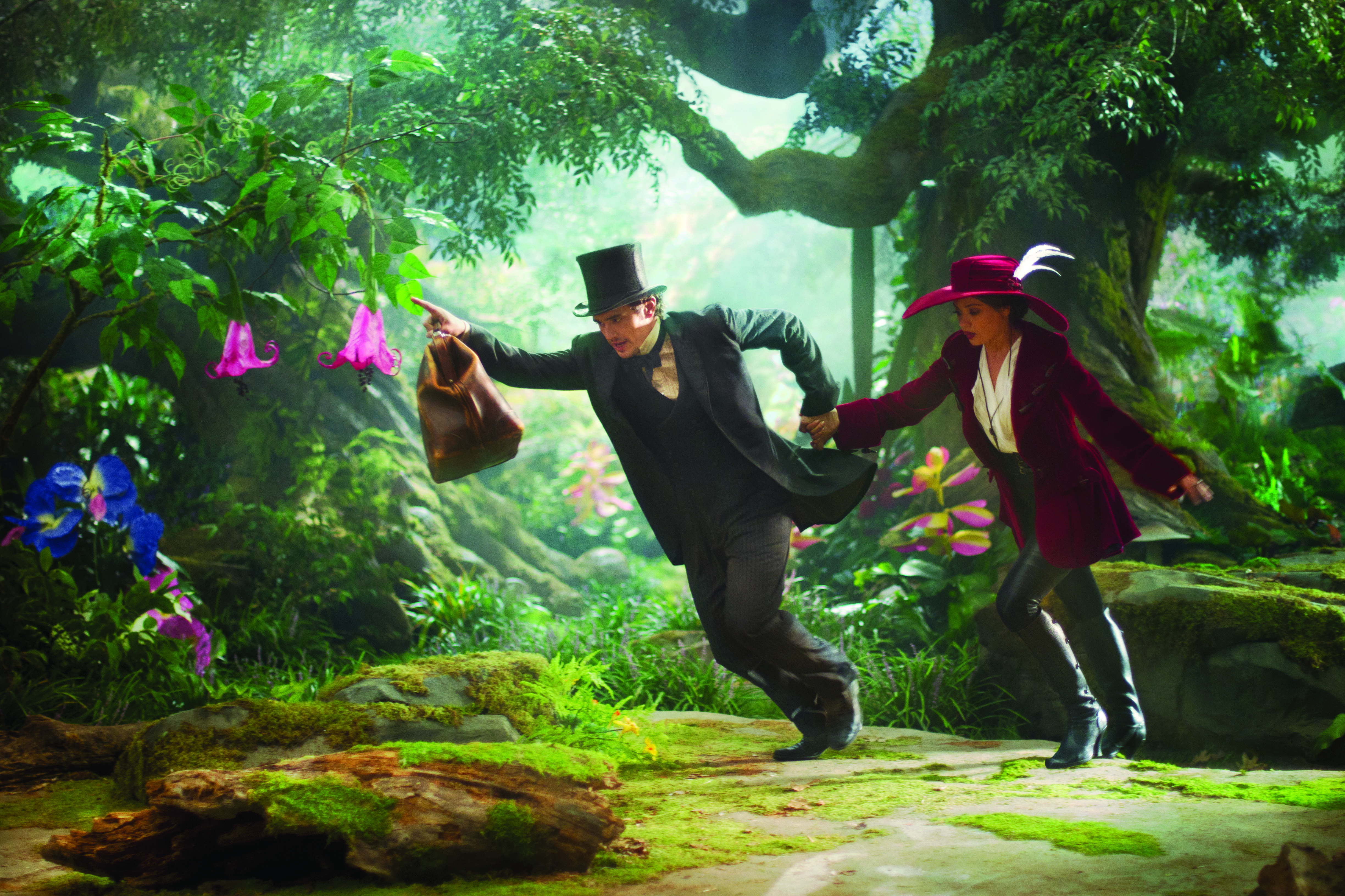 James-Franco-and-Mila-Kunis-in-Oz-the-Great-and-Powerful
