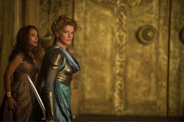 Natalie-Portman-and-Rene-Russo-in-Thor-The-Dark-World