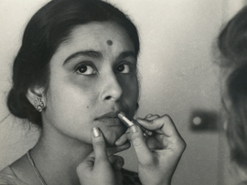 big-city-1963-001-applying-lipstick-00o-eor-270x203