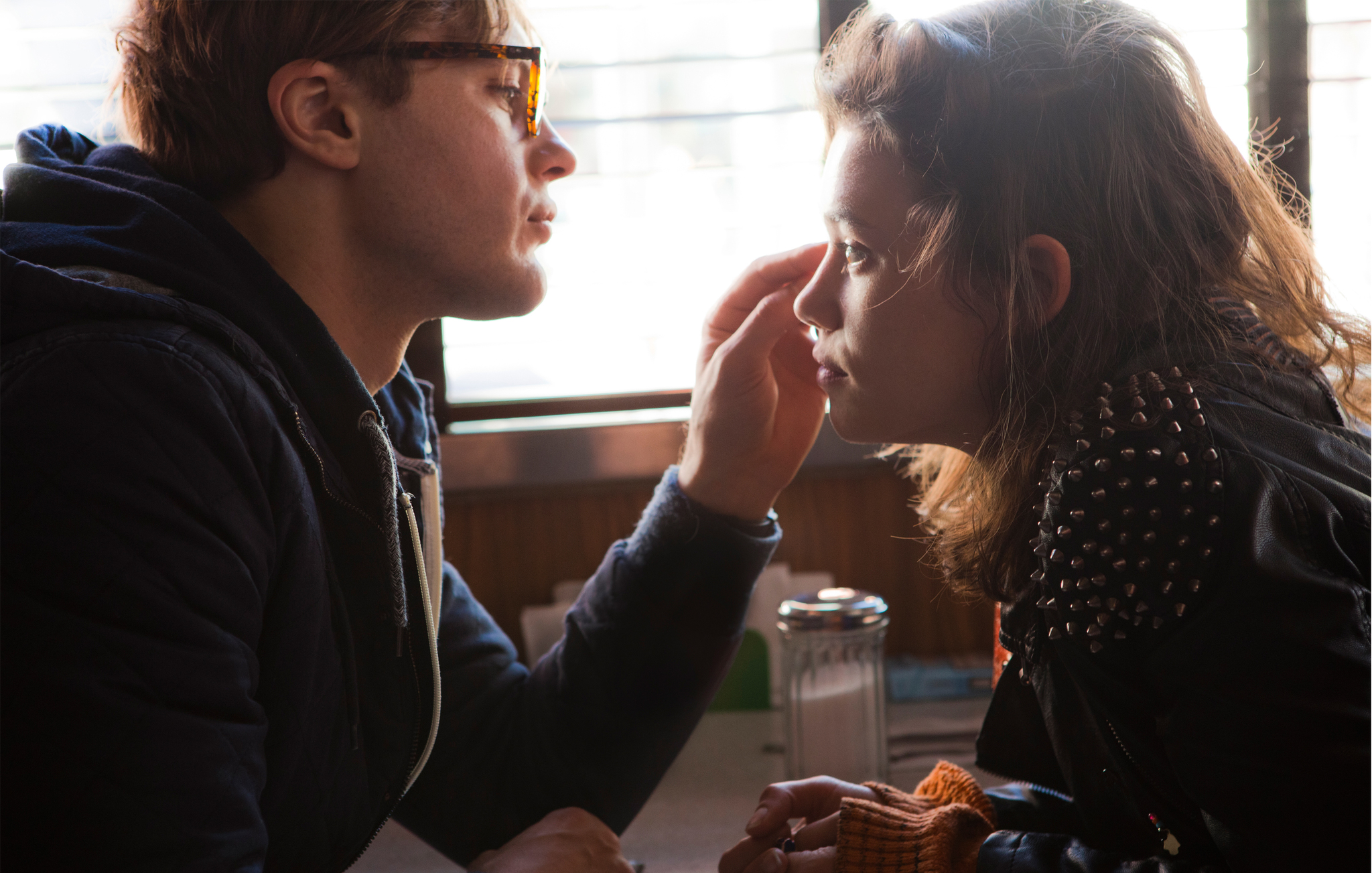Michael-Pitt-and-Astrid-Bergès-Frisbey-in-I-Origins