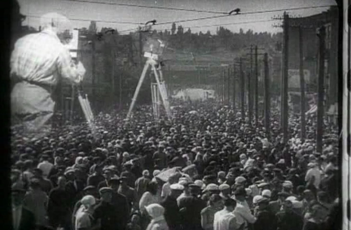 man with a movie camera In 1929, ukrainian filmmaker dziga vertov made the groundbreaking man with a movie camera documentary--a visual essay on life between the two world wars touching on poverty, sport and employment in russia in the 1920s, man with a movie camera was a masterpiece of silent filmmaking.