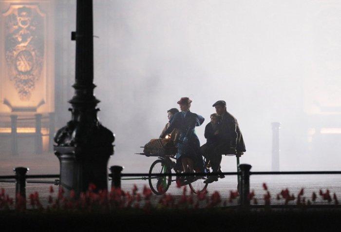 New Mary Poppins Retur...