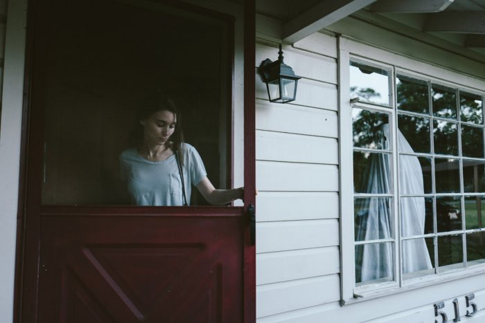 Rooney Mara and Casey Affleck - A Ghost Story